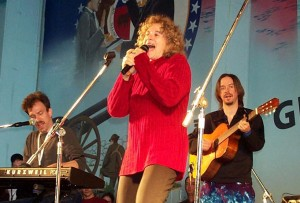 Carole King, accompanied by Jon Carroll on the keyboard, and Arlen Schierbaum on the guitar, sings for about 1,500 sailors and Marines aboard the USS Harry S. Truman in the Mediterranean. PHOTO / Linda D. Kozaryn