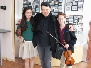 Vadim Gluzman (center) with Bella Cantor and Ari Stark. PHOTO / GHA