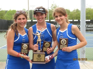 Region champs (L-R), Joni Seligson, Lauren Rein and Samantha Leff