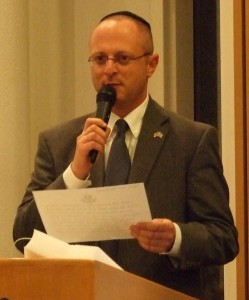 Israeli Deputy Consul General Ron Brummer leads a prayer for the IDF.