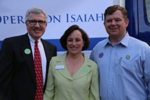 Kyle Waide (right), the president and CEO of the Atlanta Community Food Bank, joins the 2015 Operation Isaiah chairwoman, Nancy Canter Weiner, and Mark Weiner at Ahavath Achim's Operation Isaiah food collection shortly before Yom Kippur. AA contributed 60,139 pounds of food to this year's drive.