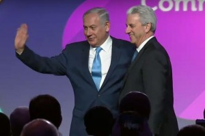 Jewish Federations of North America Chairman Michael Siegal welcomes Israeli Prime Minister Benjamin Netanyahu to the stage Nov. 10.