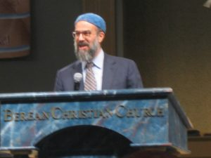 Photo by Benjamin Kweskin Rabbi Hillel Norry closes the program at Berean Christian Church on Aug. 11.
