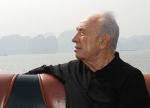 President Shimon Peres' visit to Vietnam. Photo: In the framework of  his offical visit, President Shimon Peres and delegation visited Ha Long bay. Sai Gon Ha Long hotel was chosen to serve lunch for the President and delegation. áé÷åø ðùéà äîãéðä ùîòåï ôøñ áåééèàðí. áöéìåí: äðùéà ôøñ åôîìééúå áãøëí ìîôøõ äà-ìåðâ ìèåáú àøåçú öäøééí áîìåï ñéé-âåï äà-ìåðâ.