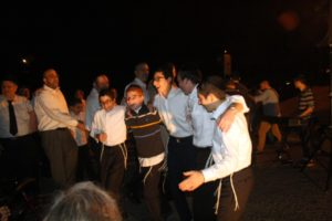 Yeshiva Ohr Yisrael students join the kumzitz fun. (Photo by R.M. Grossblatt)