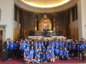 Rabbi Peter Berg welcomes the Olim fellows and Bobby Harris to The Temple during the recent kallah.