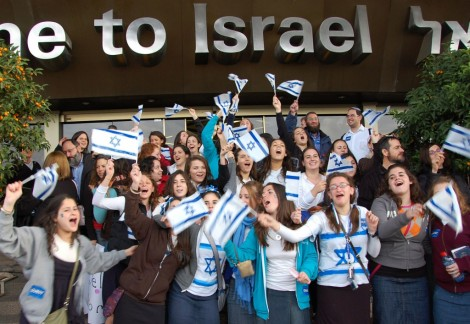 New olim at Ben Gurion Airport (photo credit: Rachael Cerrotti/Flash90)