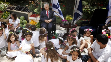 President Peres meets with children ahead of Shavuot 2012 (photo credit: Miriam Alster/Flash90)