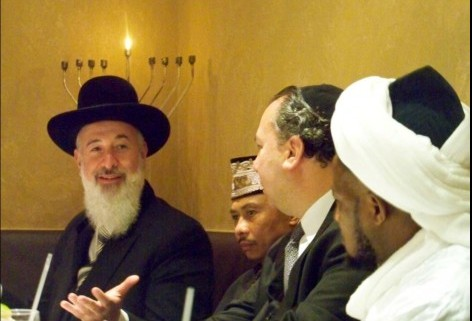 Chief Rabbi Yona Metzger meets with imams (photo: courtesy)