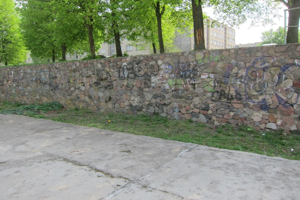 Much of the old Jewish cemetery of Zarétshe in Vilna (Vilnius) has been recycled to the pleasant community retaining walls that are a feature of the Lazdynai suburb of modern Vilnius. (photo: DefendingHistory.com)