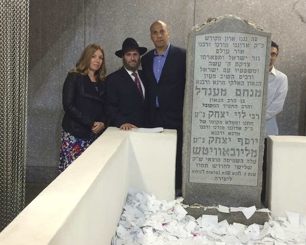 Rabbi Shmuley Boteach praying with Senator-elect Cory Booker  at the Grave of the Lubavitcher Rebbe, October 2013. (Photo: Courtesy Shmuley Boteach)