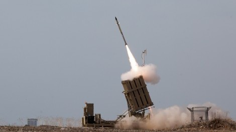 An Iron Dome battery intercepts an incoming Hamas rocket (CC-BY-SA, Nehemiya Gershoni, Wikipedia)