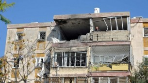 Israeli apartment building  hit by Hamas rocket (Photo: CC BY-SA  David Katz, Wikipedia)