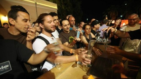 Israelis & tourists pour into Tel Aviv's Beers 2014
