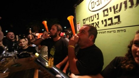 Rotem bar Ilan (center) spreading cheer to go with HaDubim beers