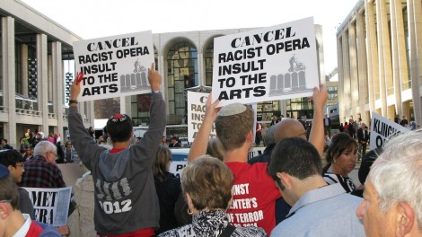 Demonstrators in New York protesting the Metropolitan Opera's decision to produce 'The Death of Klinghoffer,' Sept. 22, 2014. (Raffi Wineburg)