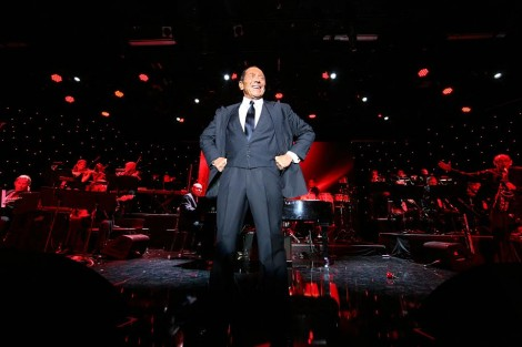 Paul Anka performing-Photo Noam Chen