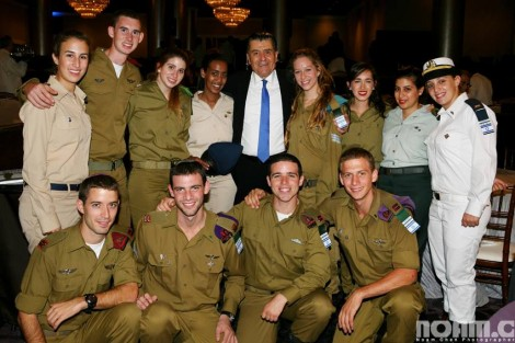 The group of soldiers with Haim Saban-photos Noam Chen
