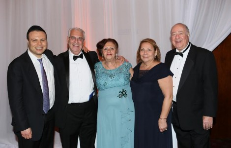 From L-Rabbi Tal Sessler, rabbi of Sephardic Temple Tifereth, Hazan Haim wife Rachel Mizrahi, Rachel Hasson-chairwoman of the gala-& Eddie Hasson-Photo Orly Halevy