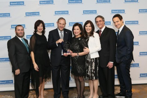 From L-Rabbi Shmuley Boteach, Esther Renzer President, Honorees Larry an Sandy Post, CEO Roz and Jerry Rothstein, Elon Gold-Photo by Johah Light Photography