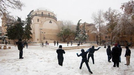 playing-with-snow-jerusalem