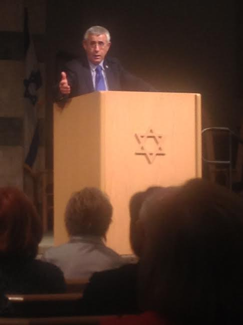 Dr. Kedar at Temple Sinai, Palm Desert February 9, 2015-Photo Nurit Greenger