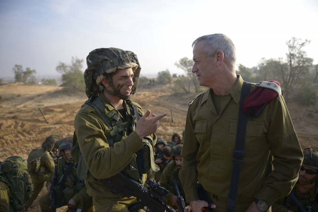 Benny Gantz visiting Izzy's Unit during a reservist training mission