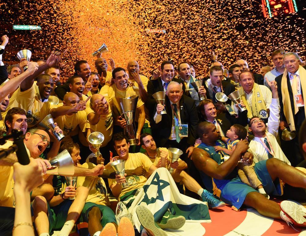 David Blatt celebrates with Maccabi Tel Aviv.