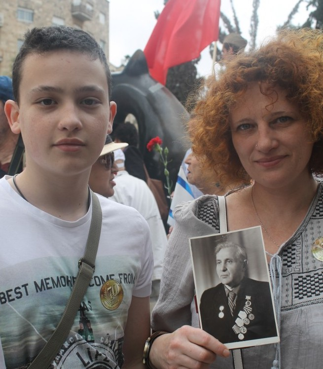 Yelena Brudneer with her son, David, and her gradfathers picture