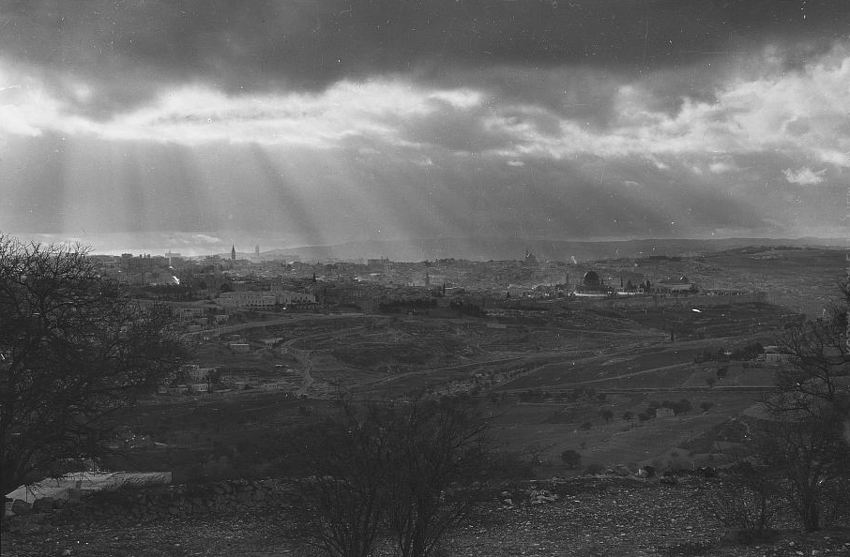 jerusalem-old-city-lookout-1942