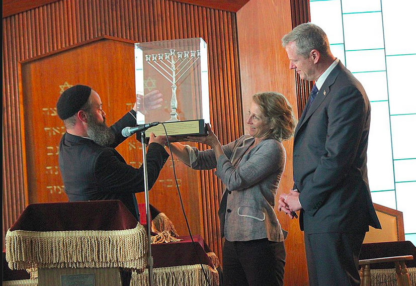 Rabi Yossi Lipsker presents Governor Charlie Baker and wife Lauren with Menorah