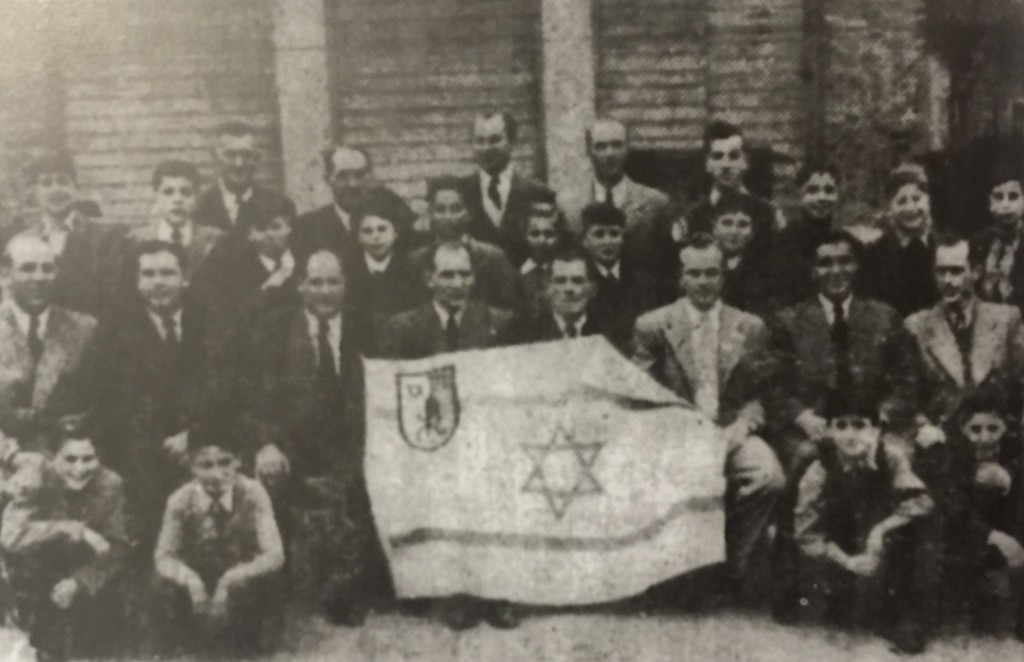 Shanghai Jewish Recreational Club sportsmen and functionaries in Hongkew, who were about to leave for Israel, in late 1948. (Photo Credit: Igud Yotzei Sin in Israel (Association of Former Residents of China) ed., Bulletin, Tel-Aviv)