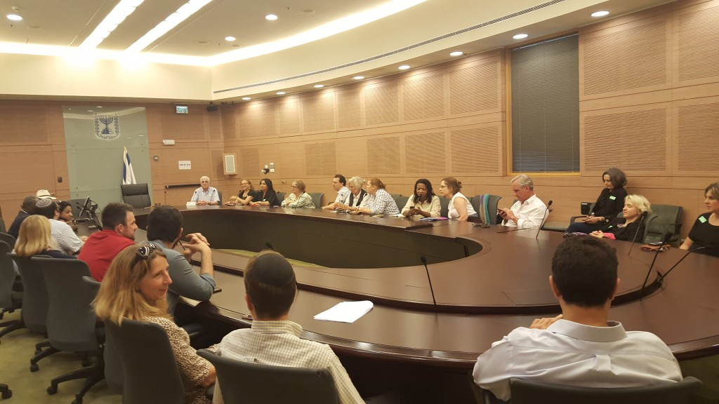 At the head of the table is Ilan Troen, the Israeli and American scholar, founding director of the Schusterman Summer Institution for Israel Studies. He leads he last group of Schusterman Scholars before retiring from this position.