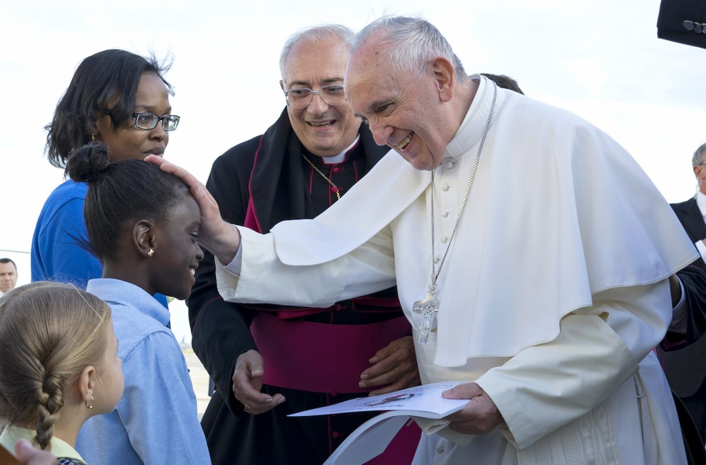 Pope Francis greeting fifth grader Omodele Ojo during his arrival in New York, Sept. 24, 2015. (Craig Ruttle-Pool/Getty Images)