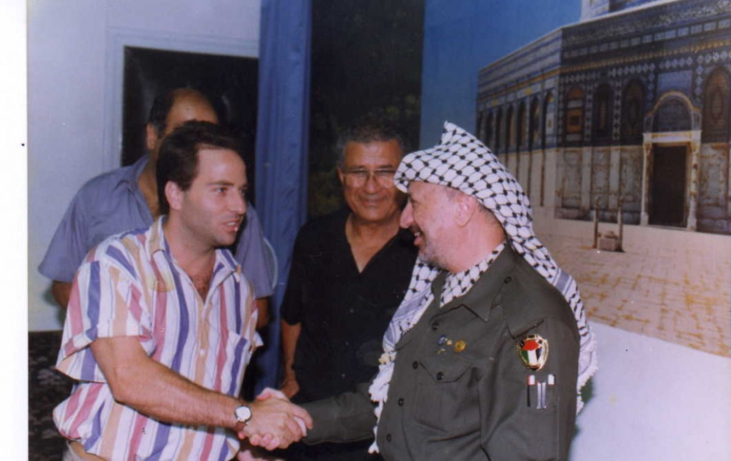 Dov Hoch with Yasser Arafat at PLO Headquarters in Tunis the day the PLO Executive Committee approoved the Olso Accords. (behind - Jabril Rajoub - head of PLO security services and Abe Natan)