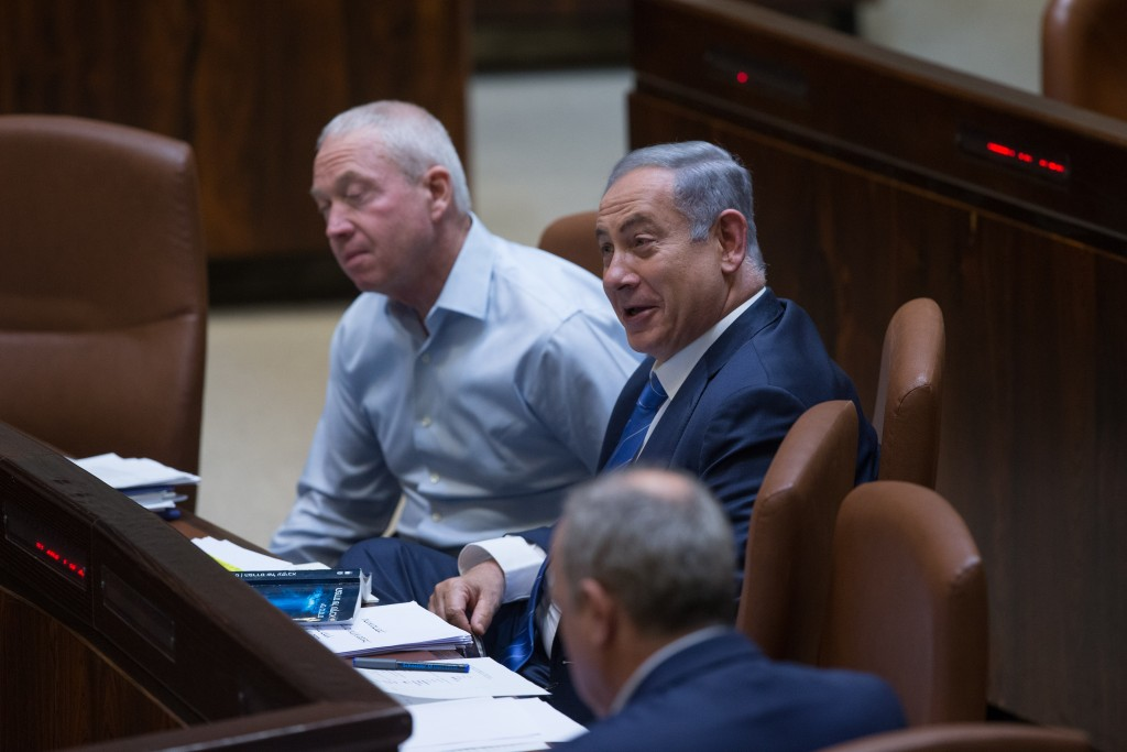 Prime Minister Benjamin Netanyahu entertains lawmakers with an impersonation of opposition leader MK Isaac Herzog. (Yonatan Sindel/Flash90)