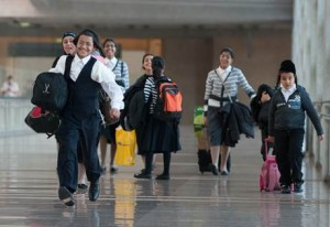 Yemenite Jews reunite with family in Israel's Ben Gurion Airport after a two-year wait. Photo: The Jewish Agency for Israel