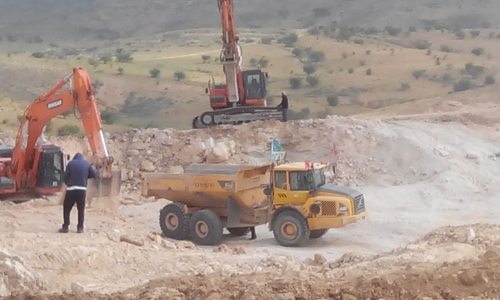 JNF bulldozers working on land near Bedouin Umm al Hiran. Send a letter to stop the demolition: www.dontdemolish.org