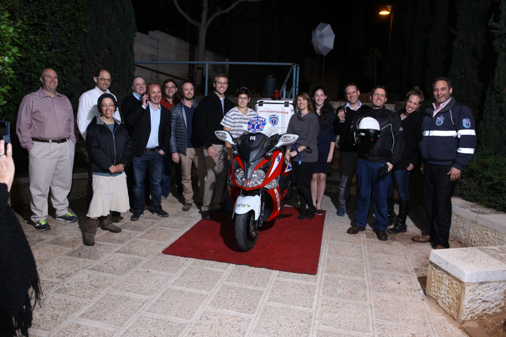The Tennenbergs with United Hatzalah personnel at the dedication ceremony. (Credit: United Hatzalah media Department)