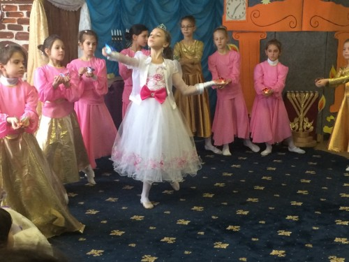 Children's Hanukkah celebration in Anatevka, December 2015