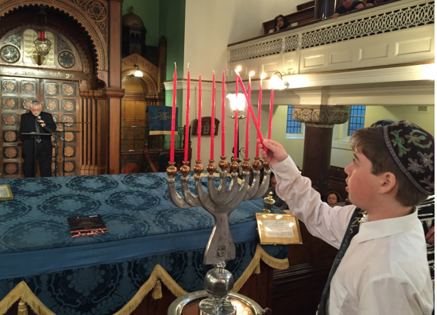 At the 2 June London Farhud Commemoration, US author Edwin calls on a child to light a candle for each Jewish community driven to extinction in Arab lands. The hanukkia was made by world-famous Iraqi-Jewish artist Oded Halahmy. (photo: B Lewkowicz)