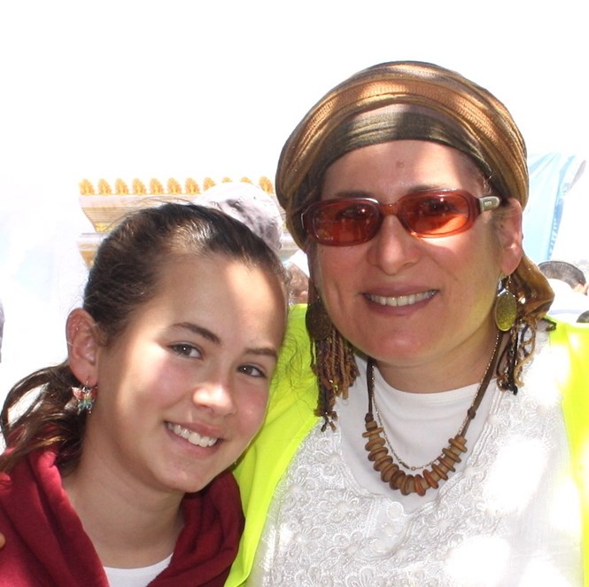 Hallel Yaffa Ariel and her mother.