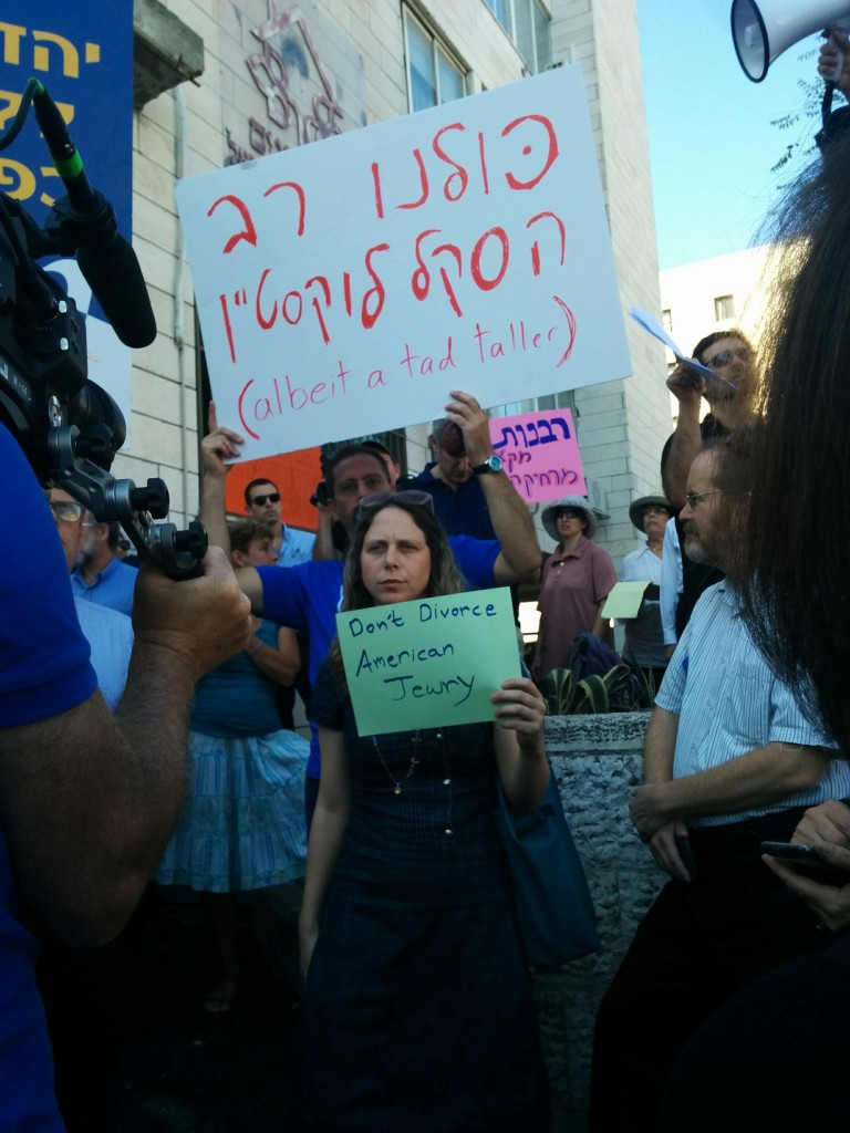 """Inbal Freun's sign aptly captures the issue at stake: """"don't divorce American Jewry"""