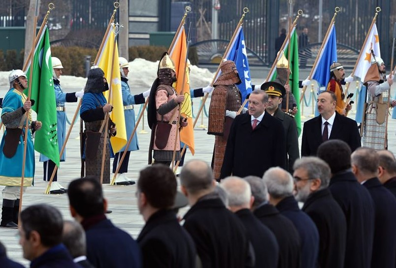 President Recep Tayyip Erdogan greeting Azeri President Ilham Aliyev on Jan. 15, in the presence of 16 soldiers dressed in ceremonial costumes representing various Turkic people in history. (Official website of the President of Turkey)