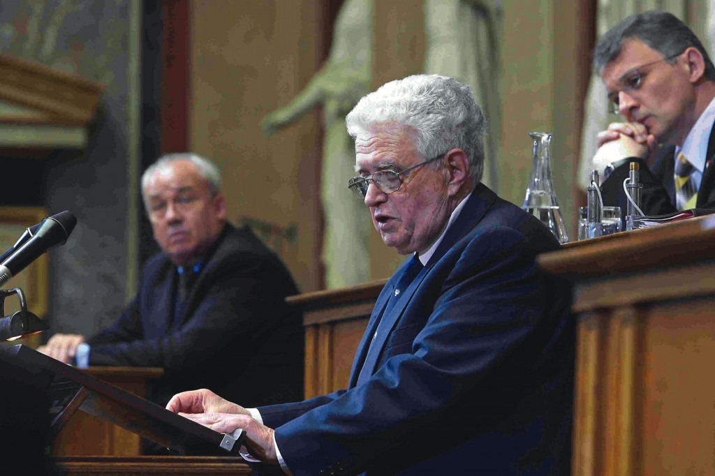 Moshe Jahoda addressing the Austrian Parliament in 2005