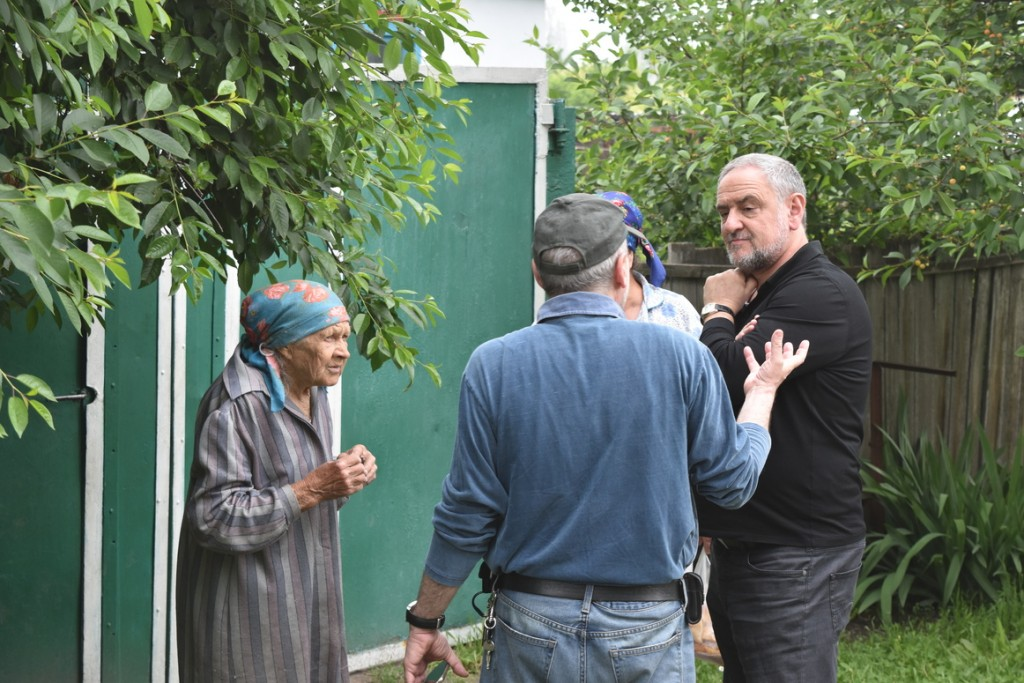WJC CEO Robert Singer (right) meets with villagers in Sretenka, including some who lived there during the Holocaust.