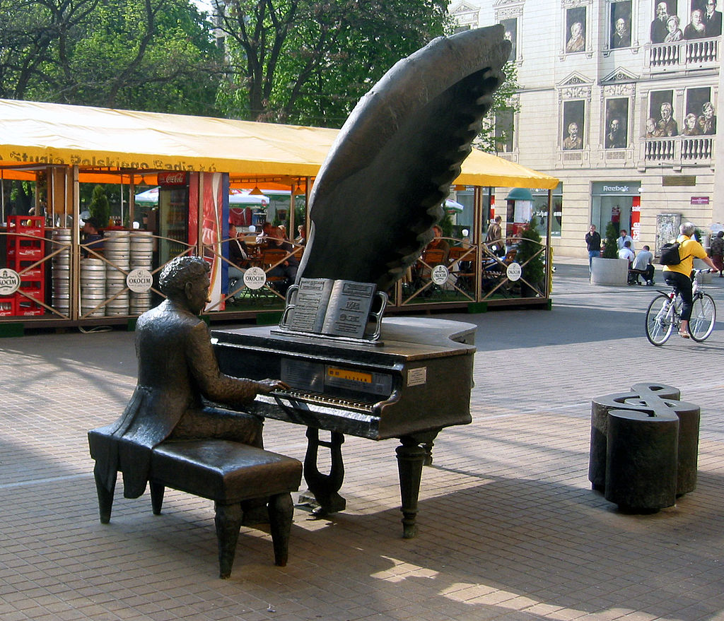 Sculpture of Artur Rubinstein (and piano!) on Piotrkowska Street in Łódź, where Rubinstein was born and raised. Wikipedia.