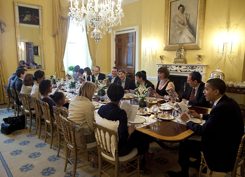President Obama hosts a traditional Passover Seder Dinner on Thursday night, 9 April 2009. (photo credit: By Official White House photo by Pete Souza, Public domain, via Wikimedia Commons)
