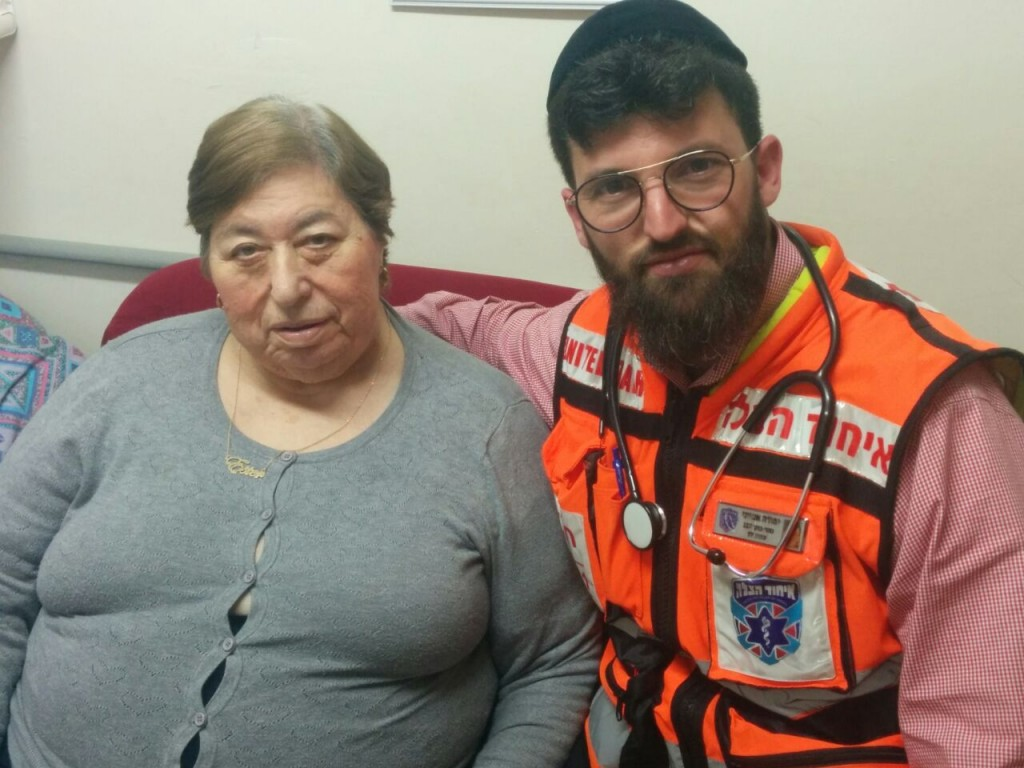EMT and Ten Kavod volunteer Yehuda Amitai visits Esther Holtzman in her home