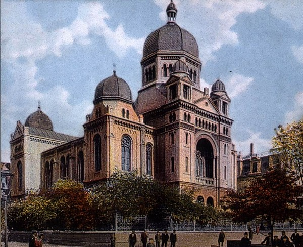 The Great Synagogue of Lodz, built in 1881 and destroyed in the Second World War. (Wikipedia)